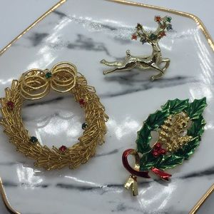 3 Christmas Brooches ER32
